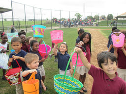 Students & Parents Participate in Easter Egg Hunt